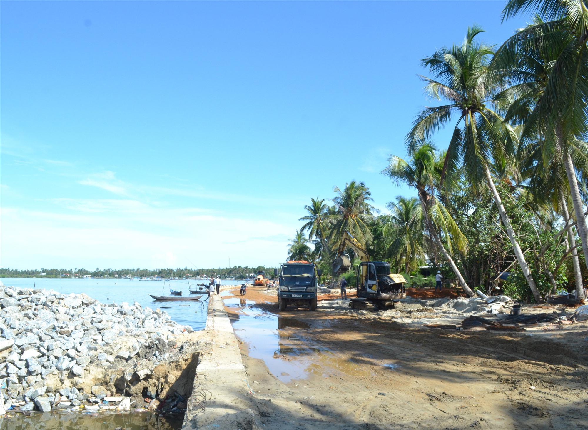 Giai đoạn 4 dự án chống xói lở khẩn cấp và bảo vệ bờ biển xã đảo Tam Hải sắp hoàn thành, đưa vào sử dụng. Ảnh: VIỆT NGUYỄN