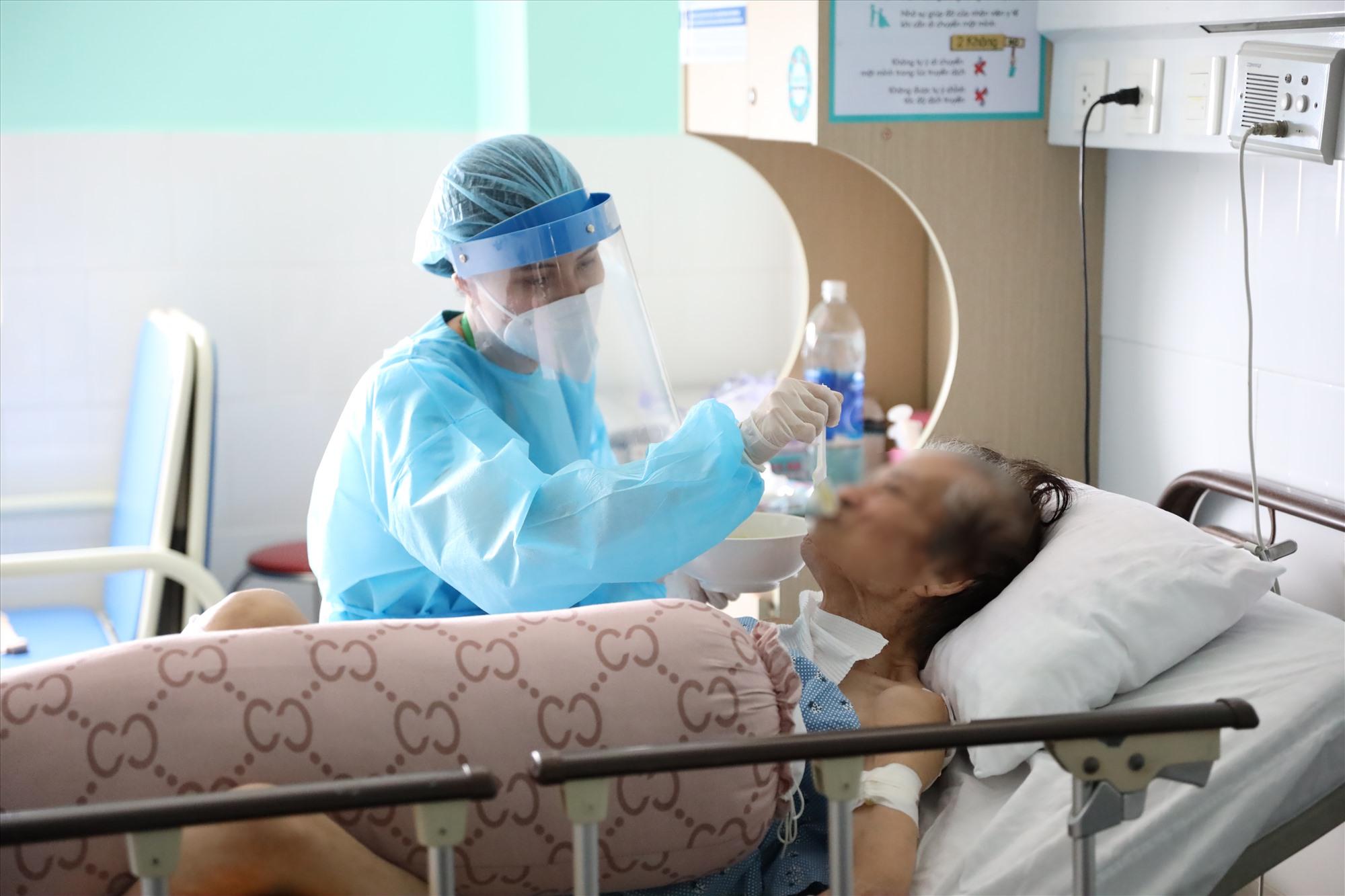 Với chế độ chăm sóc toàn diện, bệnh nhân đang dần hồi phục chờ ngày xuất viện