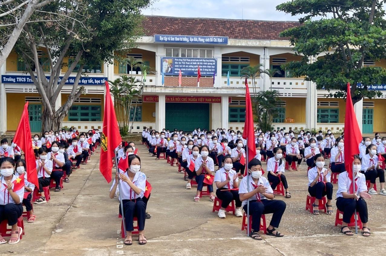 Các em học sinh trường THCS Trần Hưng Đạo tham gia hưởng ứng cuộc thi