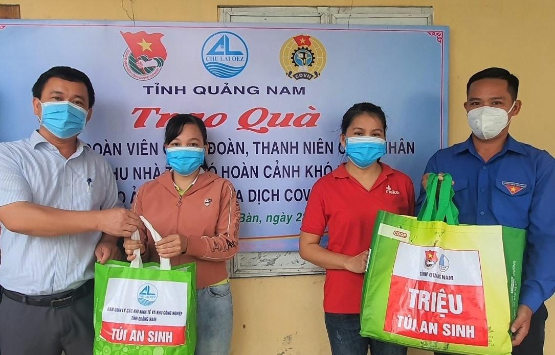 Tỉnh đoàn Quảng Nam phấn đấu trao tặng đạt và vượt chỉ tiêu 5.000 túi an sinh do Trung ương Đoàn giao. Ảnh: T.ĐẠT