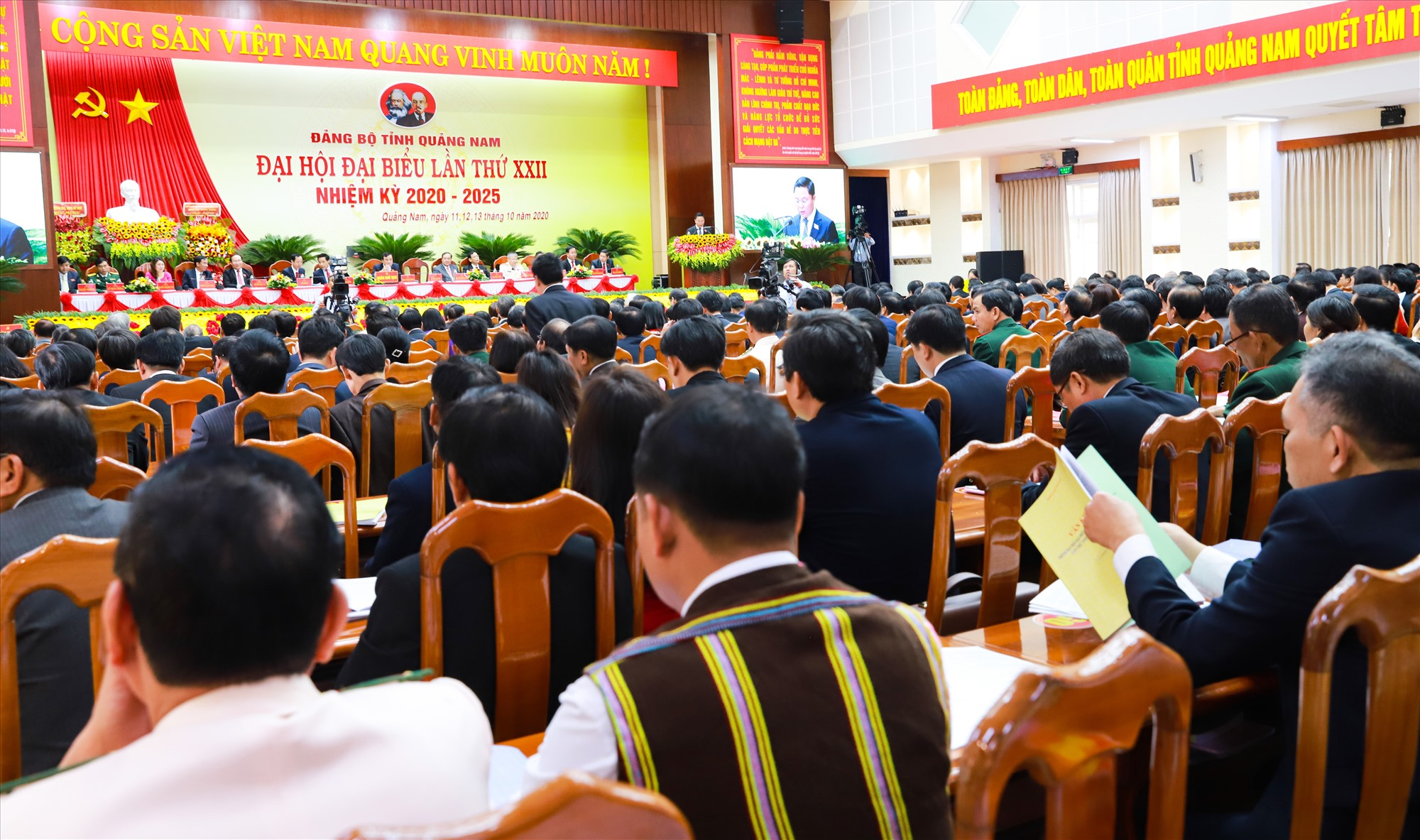 Đại hội đại biểu Đảng bộ tỉnh lần thứ XXII xác định thực hiện hiệu quả Nghị quyết Trung ương 4 (khóa XII) gắn với Chỉ thị 05 là giải pháp quan trọng để xây dựng Đảng bộ tỉnh trong sạch vững mạnh. Ảnh: N.Đ
