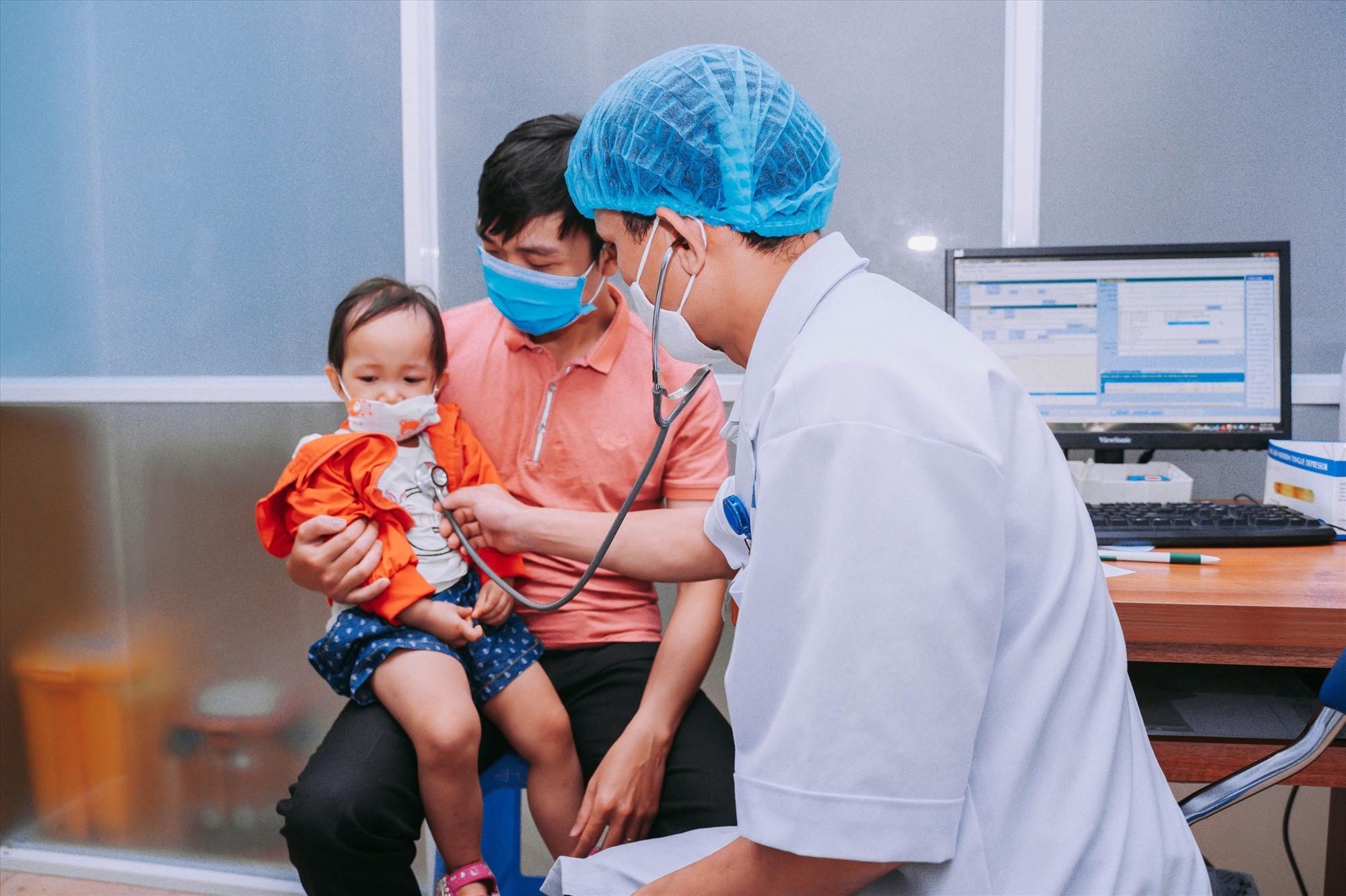 Để thuận lợi cho người bệnh, BV Thái Bình Dương Tam Kỳ tổ chức khám ngoài giờ cho bệnh nhi.