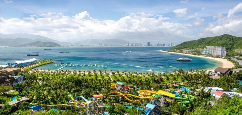 Vẻ đẹp của vịnh Nha Trang nhìn từ đảo Hòn Tre.