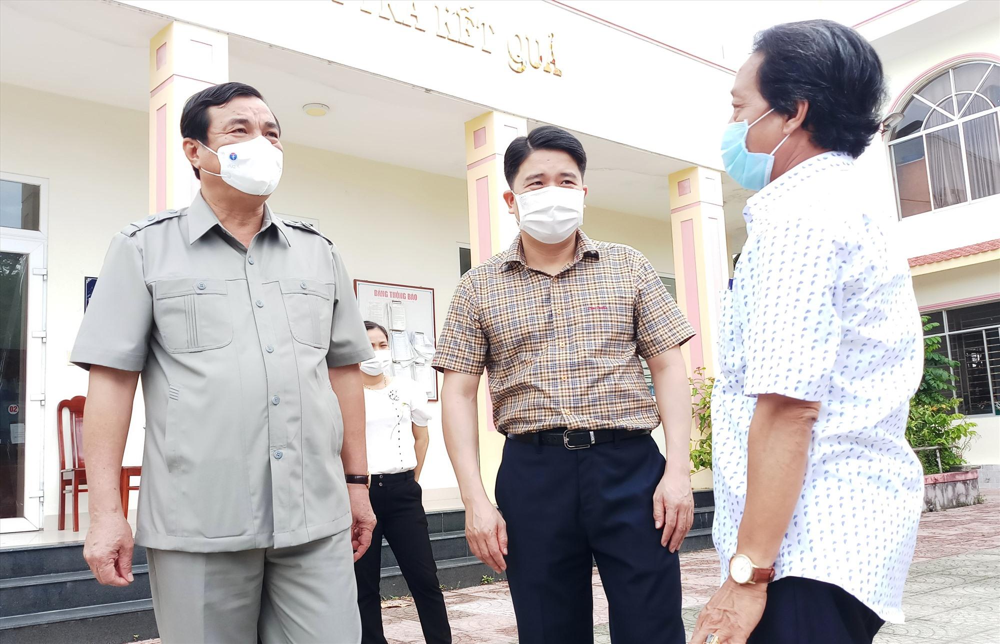 Ngoài các điểm chốtm Bí thư Tỉnh ủy trực tiếp kiểm tra đột xuất công tác phân công trực tại các xã, phường của Điện Bàn. Ảnh: A.N