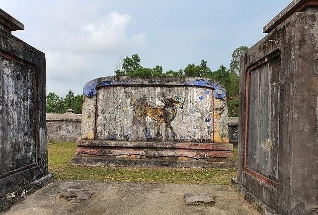 Bên trong Khu lăng mộ Bà Đoàn Quý Phi