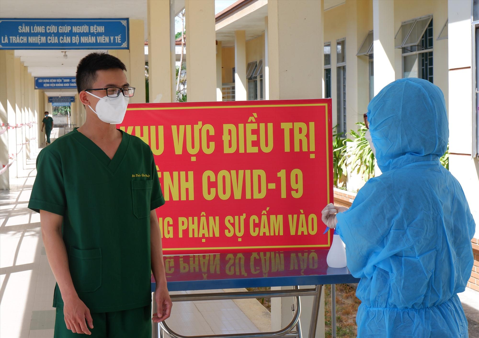 Tiếp tục tăng cường nhân lực điều trị bệnh nhân Covid-19 là điều cần thiết hiện nay. Ảnh: X.H