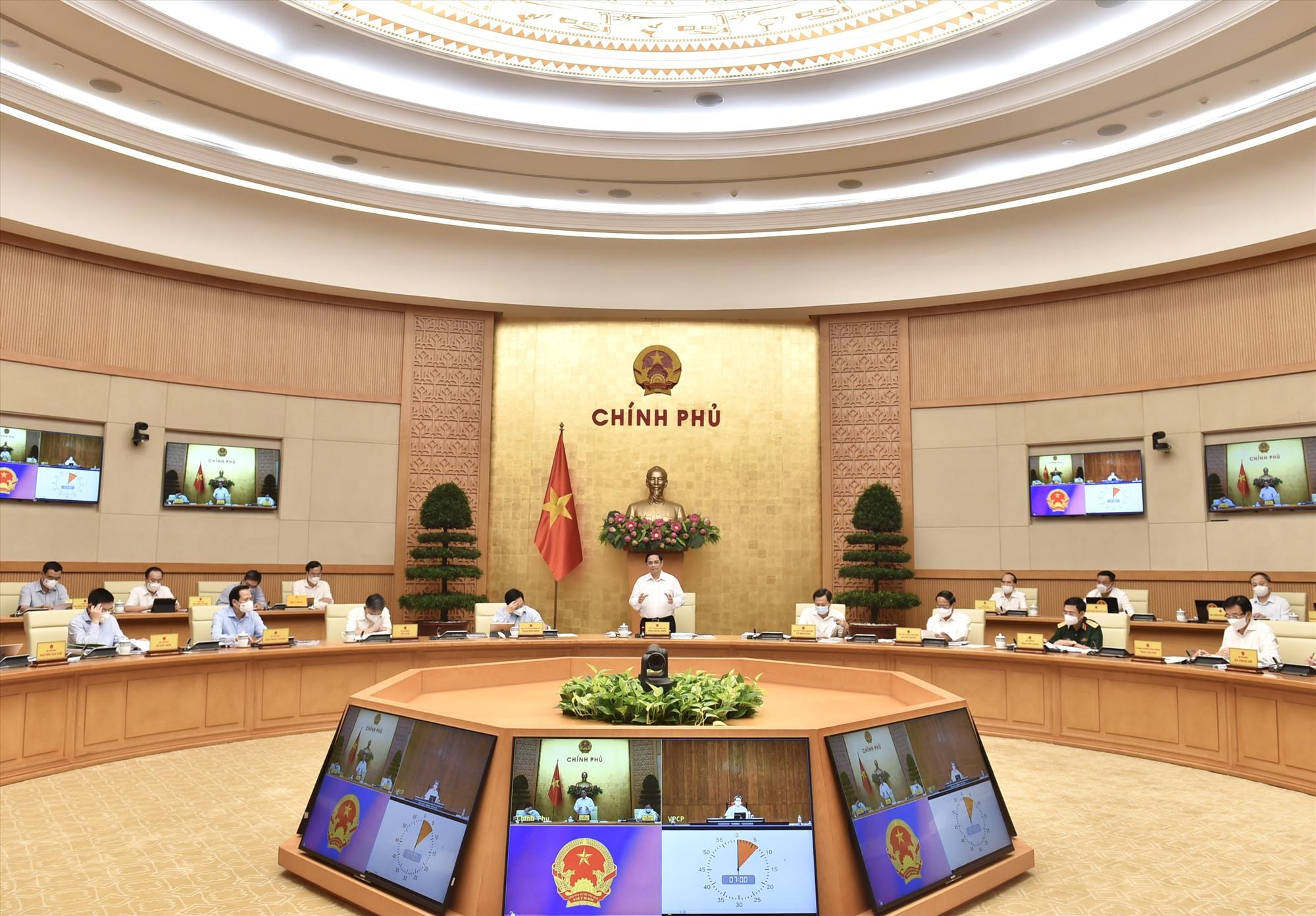 Thủ tướng Phạm Minh Chính chủ trì phiên họp Chính phủ thường kỳ tháng 8 năm 2021. Ảnh: VGP/Nhật Bắc