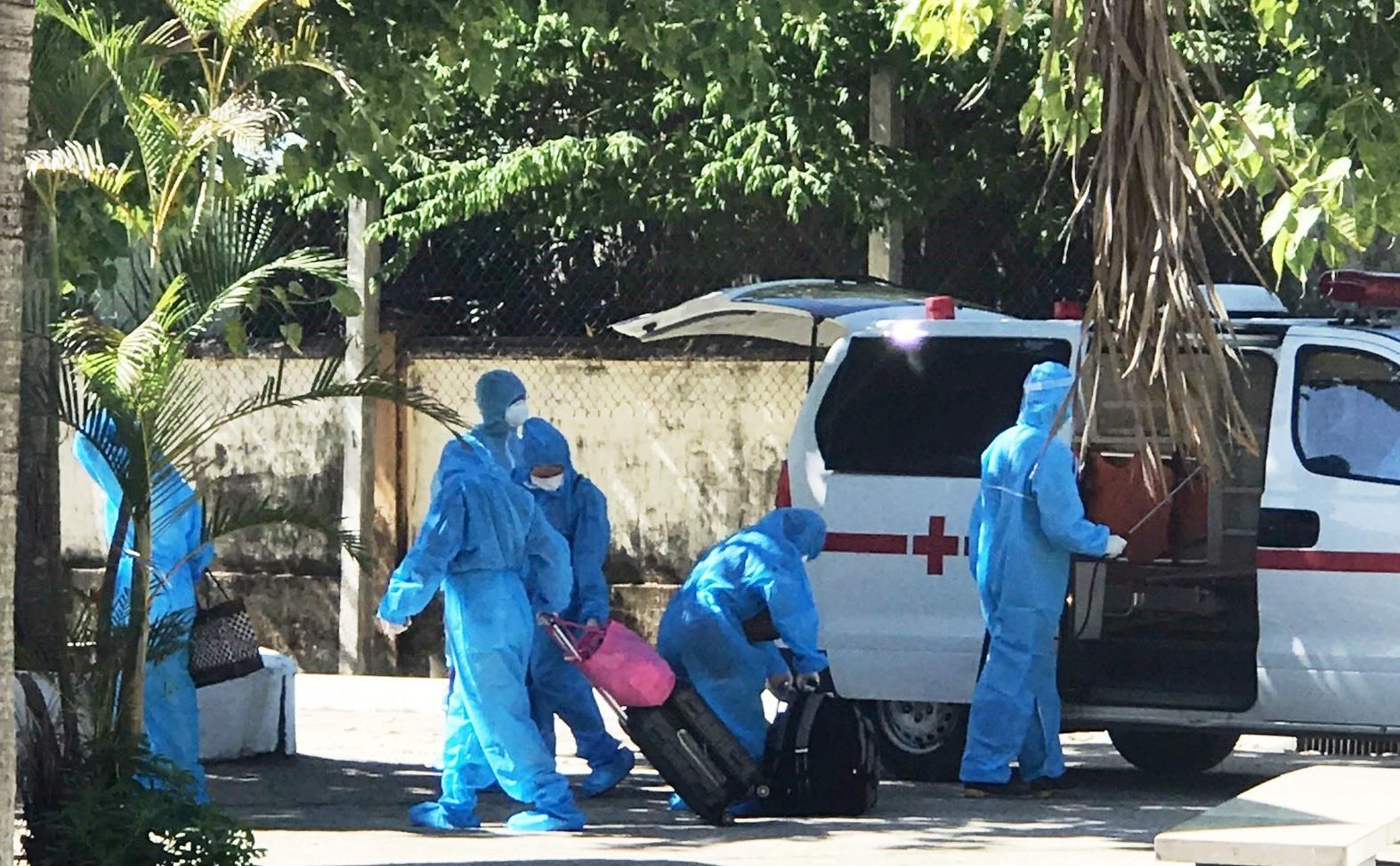Các bệnh nhân được đưa đến BV Phạm Ngọc Thạch để điều trị Covid-19. Ảnh: V.M