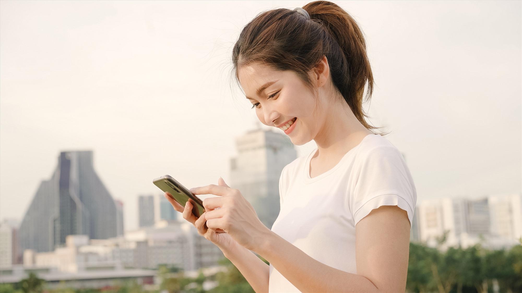 So với tháng 7.2020, thế giới đã có thêm 117 triệu người dùng điện thoại. Ảnh: freepik