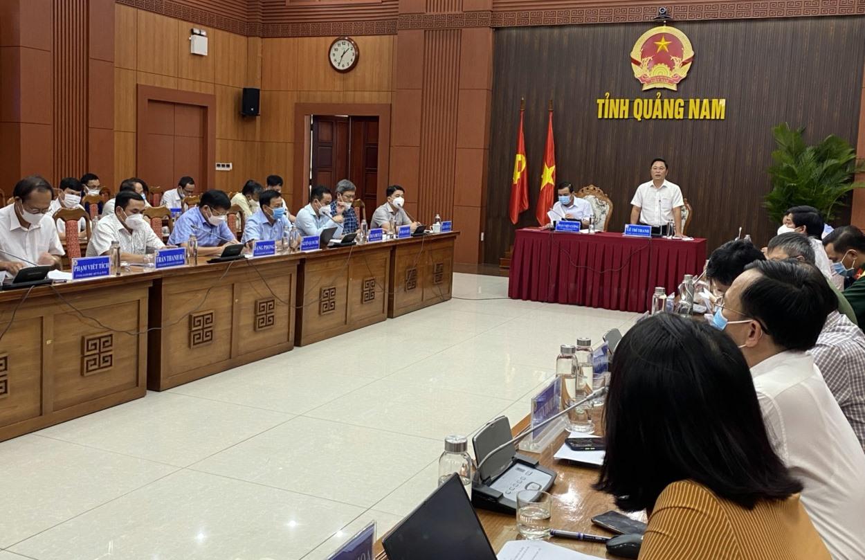 Quang cảnh phiên họp thường kỳ của UBND tỉnh ngày 7.9. Ảnh: T.D