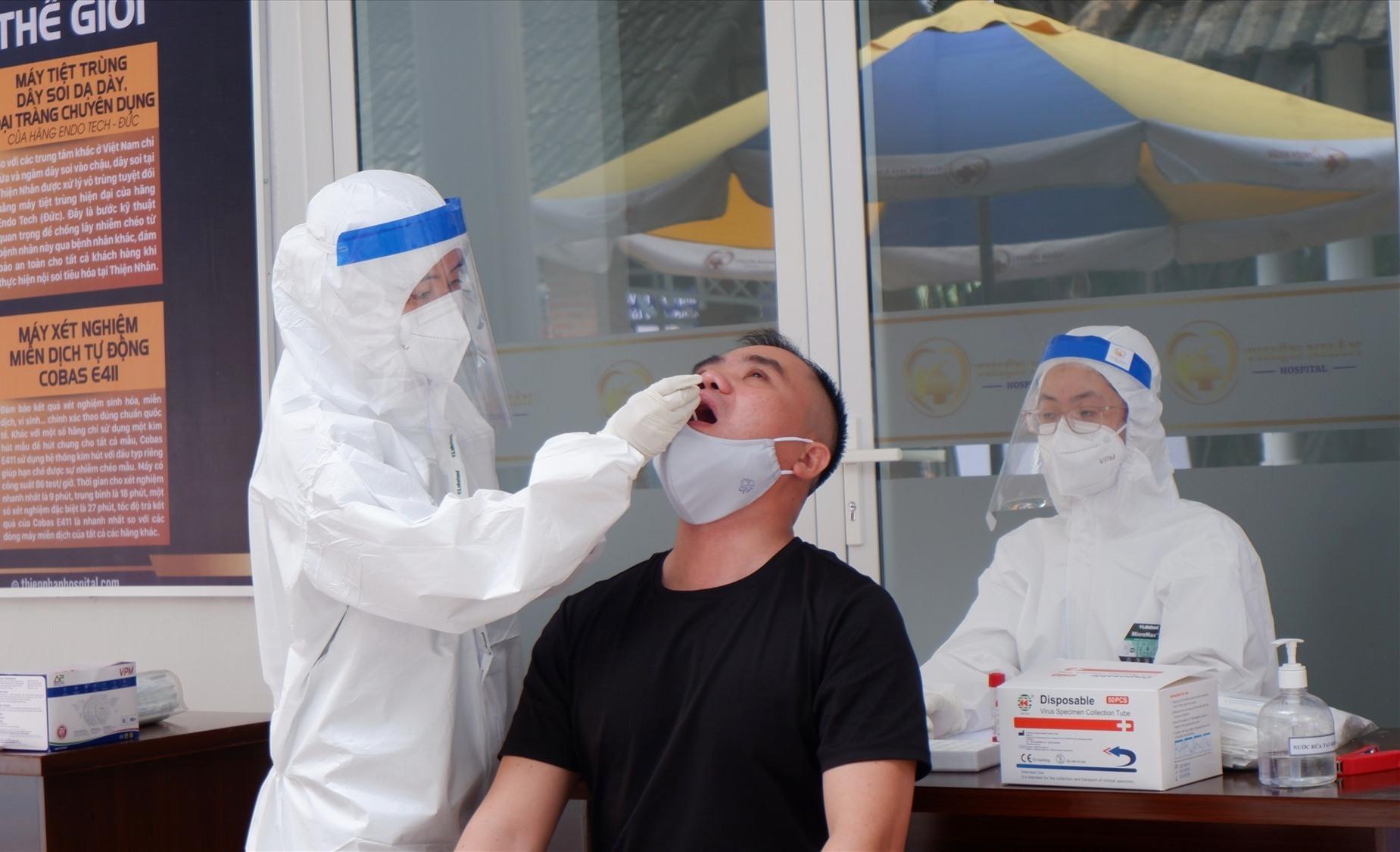 Điểm lấy mẫu xét nghiệm Covid-19 tại Trung tâm Y khoa Thiện Nhân đã vận hành vào hôm nay 8.9. Ảnh: X.H