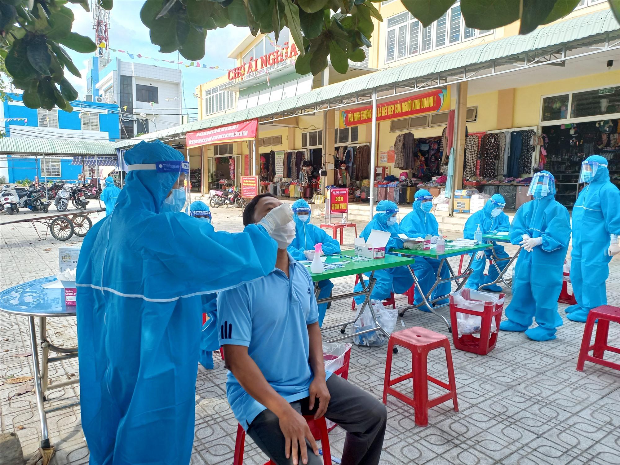 Huyện Đại Lộc tiếp tục xét nghiệm cho người dân vùng có nguy cơ. Ảnh: CT