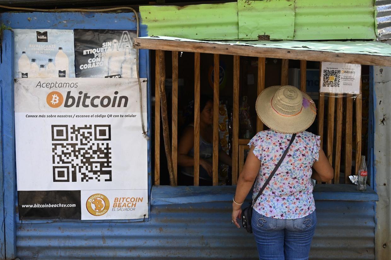 Một cửa hàng chấp nhận thanh toán bitcoin ở El Salvador ngày 4.9.2021. Ảnh: Getty Images