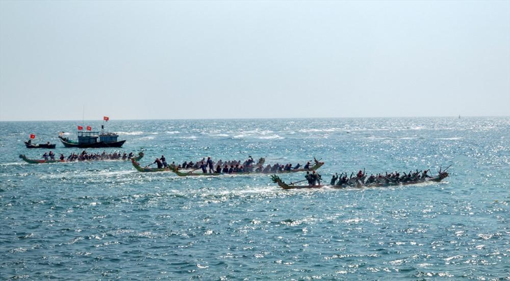 Đua thuyền tứ linh là một nét đẹp của văn hóa vùng biển Lý Sơn. Ảnh: XUÂN THỌ