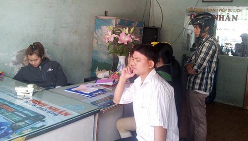 Nhiều người Quảng ở TP.Hồ Chí Minh đang gặp khó trong chuyện về quê ăn tết vì giá vé xe quá cao.  Ảnh:  MINH KIỆT