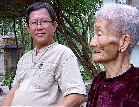Nhạc sĩ Phan Văn Minh và bà Tám.