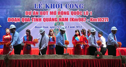 Phó Thủ tướng Chính phủ Nguyễn Xuân Phúc cùng lãnh đạo các Bộ, ngành Trung ương và địa phương khởi công công trình.Ảnh:VINH ANH