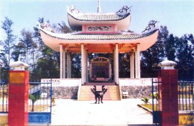Bia tưởng niệm vụ thảm sát tháng 2.1968 do lính Nam Triều Tiên gây ra tại xóm Tây - Hà My.