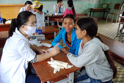 Khám chữa bệnh miễn phí cho người dân xã Trà Bui.