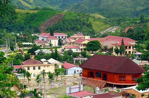 Một góc trung tâm hành chính huyện Đông Giang.Ảnh: THÀNH CÔNG