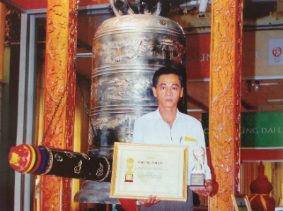 The Dai Hong Chung (Big Bell, 1,000kg weight, casted by Phuoc Kieu bronze casting craft village) - a gift from The People's Committee of Quang Nam Province to Ha Noi city on the occasion of the 1000-year Thang Long-Ha Noi Great ceremony (October, 2010).