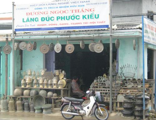 Products of Phuoc Kieu Bronze casting craft village.