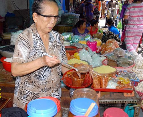 Mắm cái là thứ được nhiều người Quảng xa xứ tìm mua nhiều nhất vào những ngày Sài Gòn mưa lạnh.
