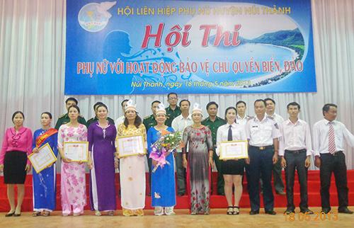 Phụ nữ huyện Núi Thành trong cuộc thi tìm hiểu về biển đảo.