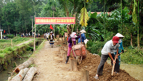 Từ sự khéo léo của cán bộ làm công tác dân vận, nhân dân xã Tam Anh Bắc tự nguyện hiến đất, đóng góp công của xây dựng nông thôn mới.Ảnh: Đoàn Đạo