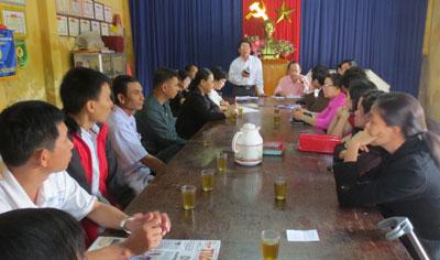 Chi bộ Khối phố 5 phường Phước Hòa (Tam Kỳ) tổ chức sinh hoạt định kỳ. Ảnh: THANH XUÂN