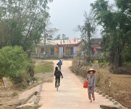 Cây cầu Bàu Làng được xây dựng mới giúp việc đi lại của người dân địa phương thuận lợi hơn.