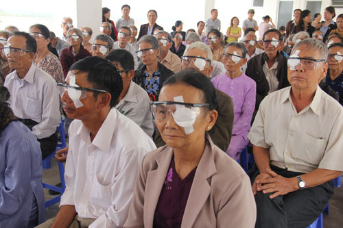 Hàng trăm bệnh nhân mù mắt tại Quảng Nam được phẫu thuật miễn phí.