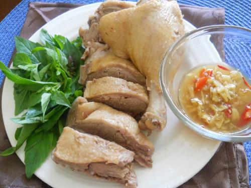 Bánh xéo, thịt vịt là món ăn truyền thống trong dịp này. Ảnh:internet