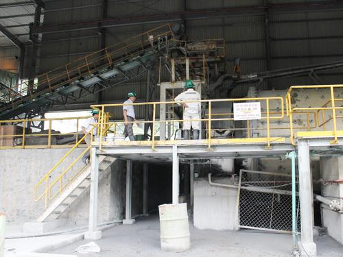 Công ty TNHH vàng Phước Sơn vẫn hoạt động tại thôn 4, xã Phước Đức, huyện Phước Sơn.Ảnh: D.L