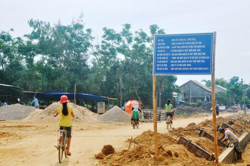 Người dân thôn Hà Thuận tự nguyện hiến đất, vật kiến trúc phục vụ công trình nâng cấp tuyến đê biển.