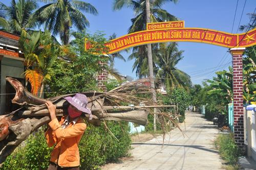 Cổng chào được các tổ đoàn kết của thôn Đông Tân chung tay xây dựng khang trang.