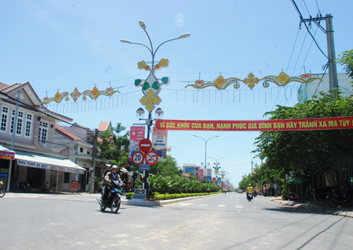 Vĩnh Điện đã ra dáng vẻ trung tâm đô thị của một thị xã nhờ phong trào xây dựng tuyến phố văn minh. Ảnh: Đ.ĐẠO