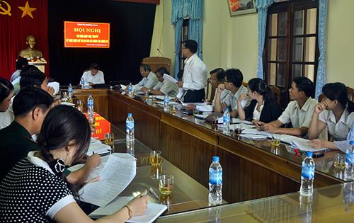 Các thành viên Bộ phận giúp việc cho ý kiến tại hội nghị.