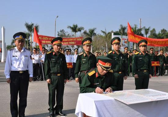 Các đơn vị ký kết xây dựng địa bàn ATGT.