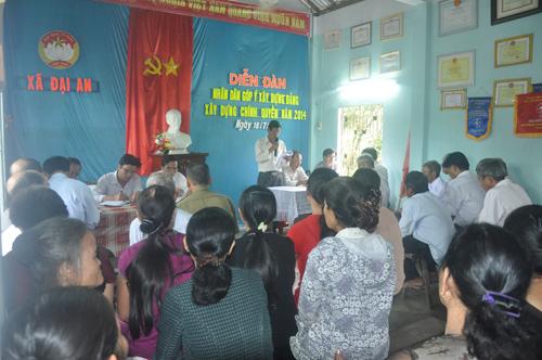 Nhân dân xã Đại An (Đại Lộc) tham gia góp ý xây dựng Đảng, xây dựng chính quyền do Mặt trận tổ chức. Ảnh:  HÀN GIANG