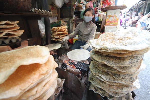 Bánh tráng Quảng Nam ở chợ Bà Hoa
