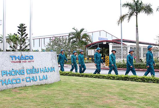 Lực lượng tự vệ Công ty Ô tô Chu Lai - Trường Hải thường xuyên tuần tra canh gác. Ảnh: THANH TƯỜNG