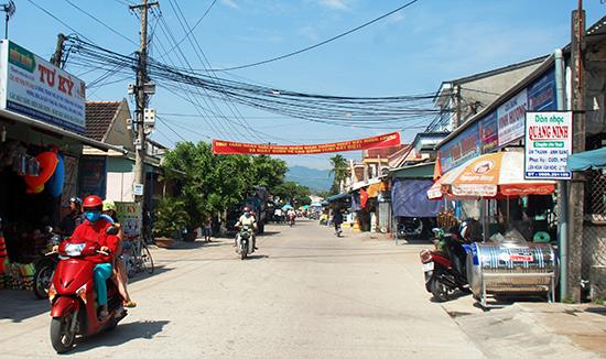 Khang trang tuyến đường qua thôn Thanh Trà. Ảnh: Đ.Đạo