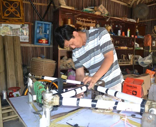 Mr Vo Tan Tan grew up in a bamboo handicraft – making family…