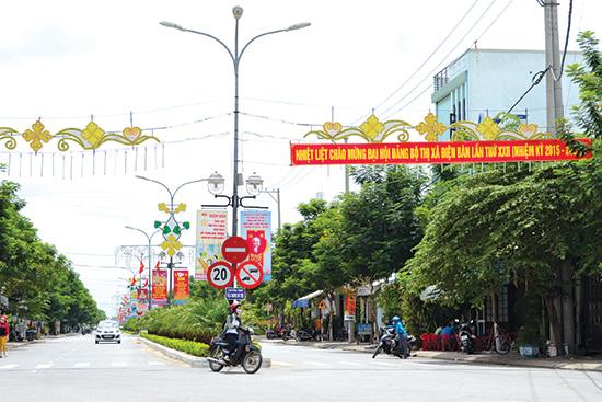 Giao thông nội thị khu vực trung tâm thị xã Điện Bàn được mở rộng khang trang. Ảnh: CÔNG TÚ