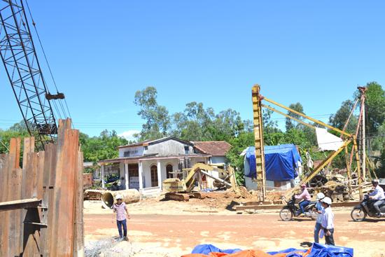 Giải phóng mặt bằng ở Phú Ninh còn vướng nhiều mặt. Ảnh: C.TÚ
