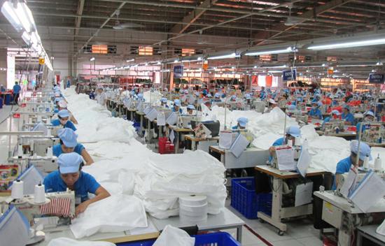 May mặc là một trong những ngành mũi nhọn, góp phần quan trọng vào quá trình phát triển công nghiệp – tiểu thủ công nghiệp.