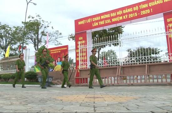 Lực lượng công an tuần tra, bảo vệ Đại hội đại biểu Đảng bộ tỉnh lần thứ XXI, diễn ra từ ngày 12 đến 14.10.2015. Ảnh: NHƯ Ý