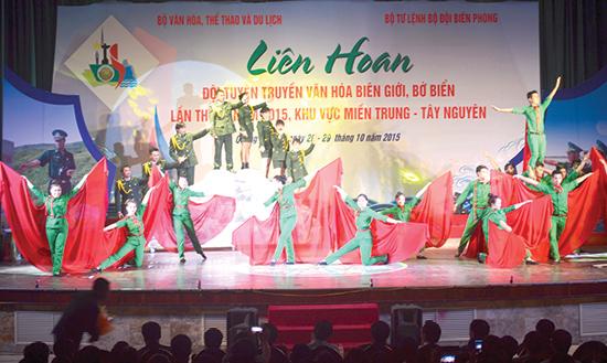 Tiết mục của đoàn Quảng Nam tham gia Liên hoan Đội tuyên truyền văn hóa biên giới, bờ biển khu vực miền Trung - Tây Nguyên lần thứ IX.  Ảnh: V.QUANG