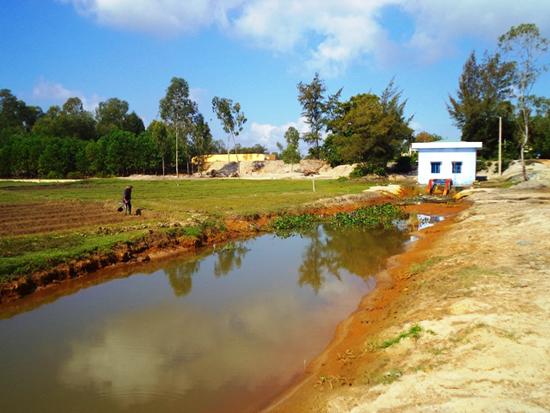 Nhiều trạm bơm trên sông Đầm được xây dựng mới và nạo vét lạch dẫn để chủ động nước tưới cho người dân. Ảnh: X.TRƯỜNG